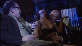 یک عکس های سکسی کون گنده زن جوان آسیایی به دو منحرف نزدیک شد و به او گفت که BDSM را ترتیب دهد