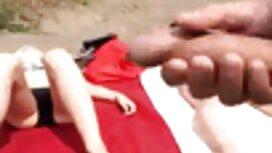 بلوندی برای یک پیک نیک در جنگل دیک عکس کس کون خفن بزرگی می گیرد