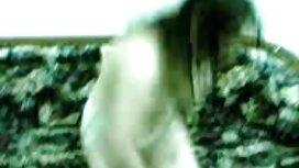 نستیا Juicy Kitty را روی دوربین عکس کون خوردنی مخفی می کند